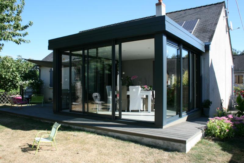 dutertre_veranda_aluminium_toit_plat_volets_baie_vitree_coulissabtes_trois_panneaux_guichen