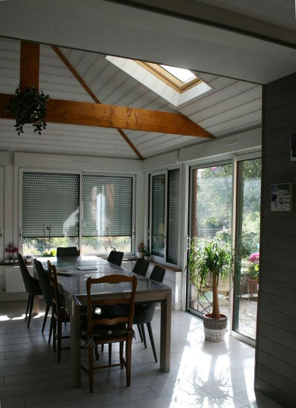 dutertre_veranda_interieur_bois_exterieur_blanc_volet_roulantingrandes_sur_loire